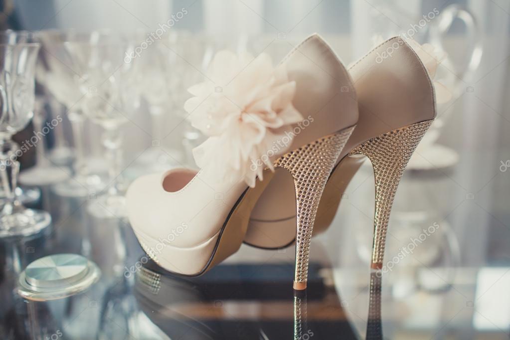 8f628cca76c Όμορφο σετ αξεσουάρ γάμου των γυναικών. Το πρωί της νύφης. W — Φωτογραφία  Αρχείου