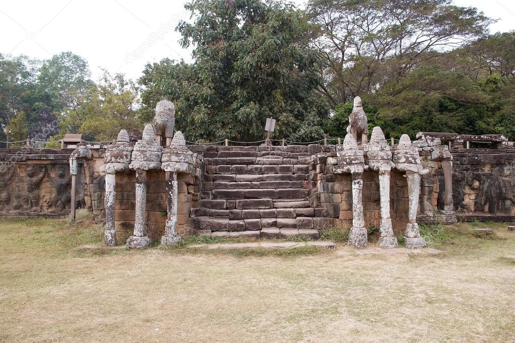 Terraza De Los Elefantes Foto De Stock Ajlber 68938105