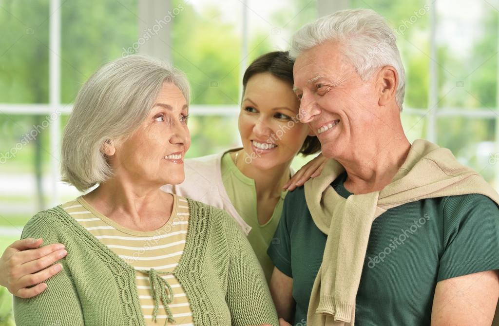 Když si žena najde partnera, který je starší než její rodiče.