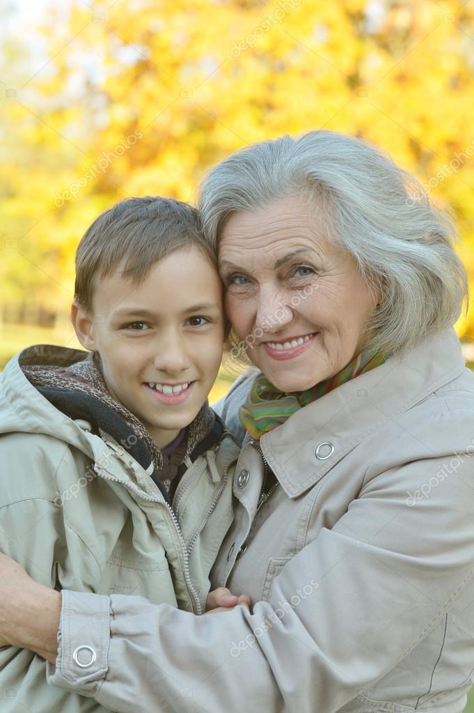 С юношей бабушки смотреть 2