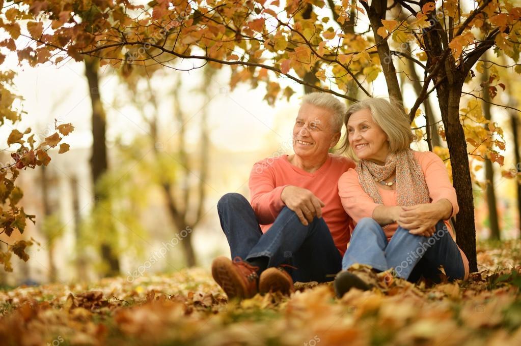 фото пожилые пары гуляют видел