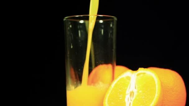 pomerančové šťávy a ovoce