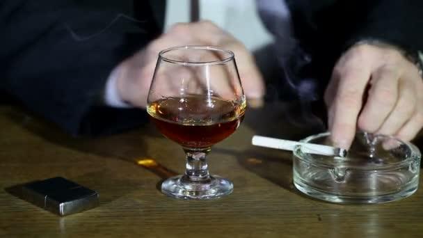 üzletember, az alkohol és a cigaretta.