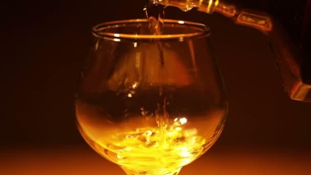 Cognac, brandy ömlött egy üveg