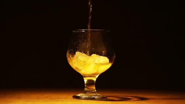 Cognac, brandy jéggel töltött