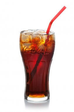 Coca-Cola with ice cubes in a glass.
