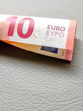 10 Ten Euro tube shape