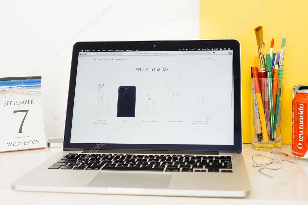Apple számítógépek honlapon bemutatják a doboz tartalma iphone 7 ... dbd0f50c52
