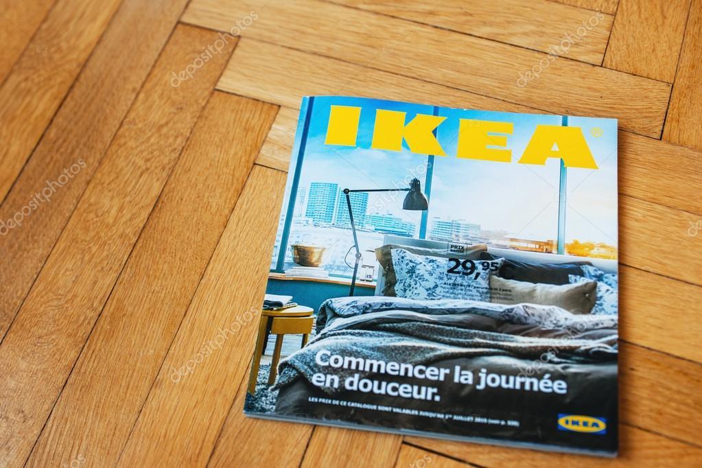 Ikea catalogus op houten vloer u2013 redactionele stockfoto © ifeelstock