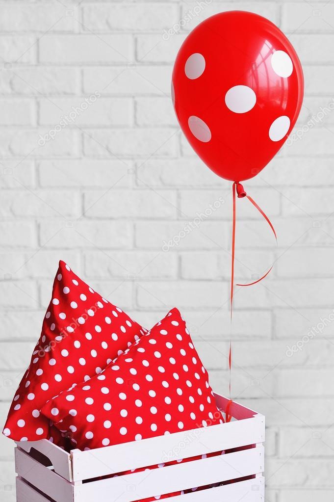 Poduszki Dekoracyjne Czerwone I Kropkowane Balon Zdjęcie Stockowe