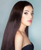 krásná žena s dlouhými vlasy zdravé