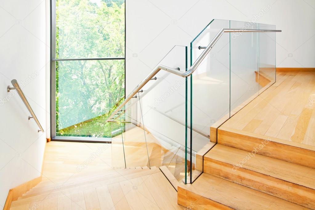 Moderne architectuur interieur met houten trap u2014 stockfoto © pab map