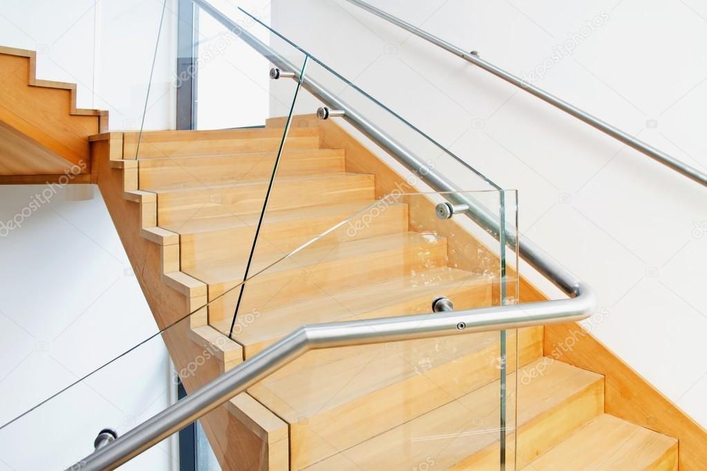 Interior de la arquitectura moderna con escaleras de madera fotos de stock pab map 77744234 - Escaleras de madera modernas ...