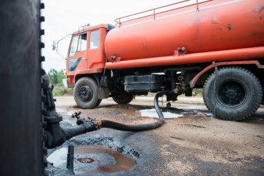truck transfer crude oil from the tank