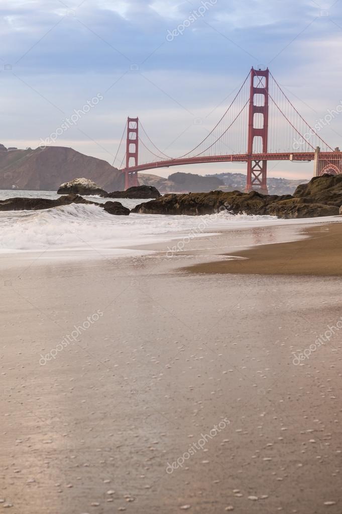 Seaside Golden Gate Bridge u2014 Stock Photo