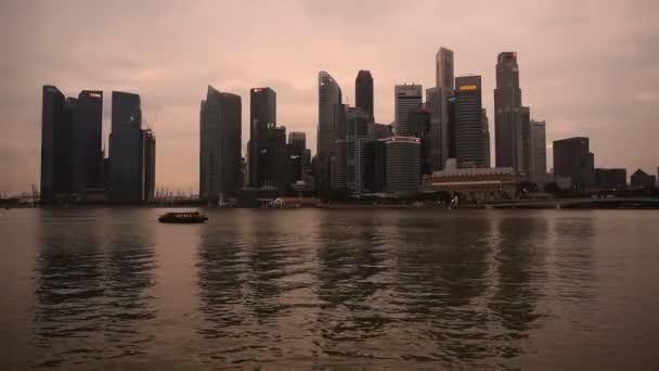 Orizzonte di Singapore al tramonto