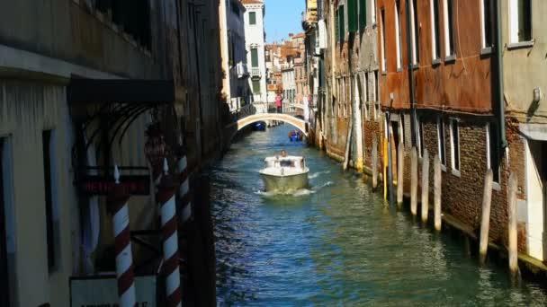 Rychlost lodi přes kanál