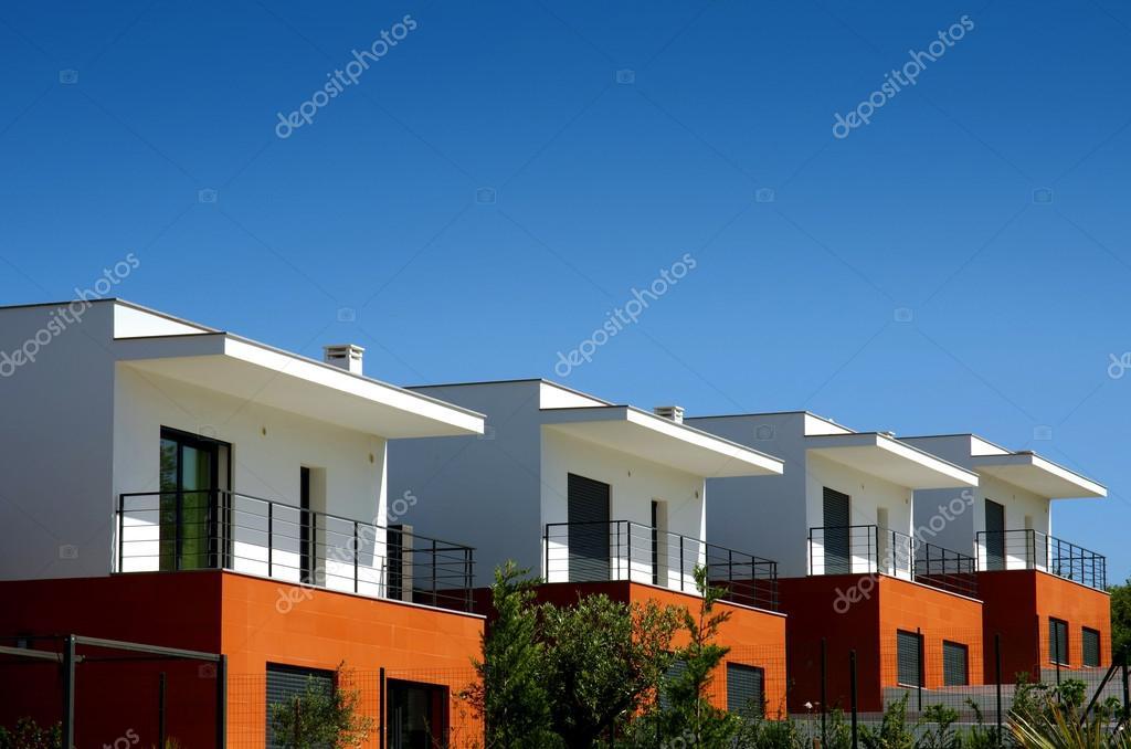 Facciate di un condominio di case moderne foto stock - Foto di case moderne esterni ...