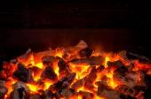 aktivní uhlí hoří v grilování