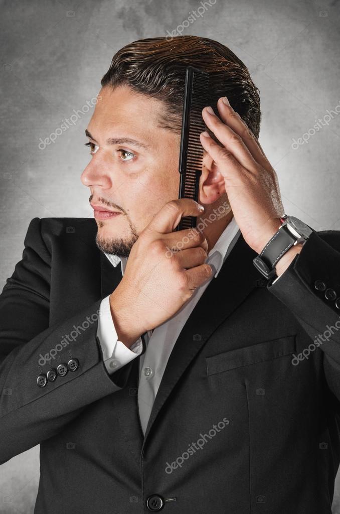 Hombre Elegante Peinado Su Cabello Fotos De Stock C Ccaetano 91695556