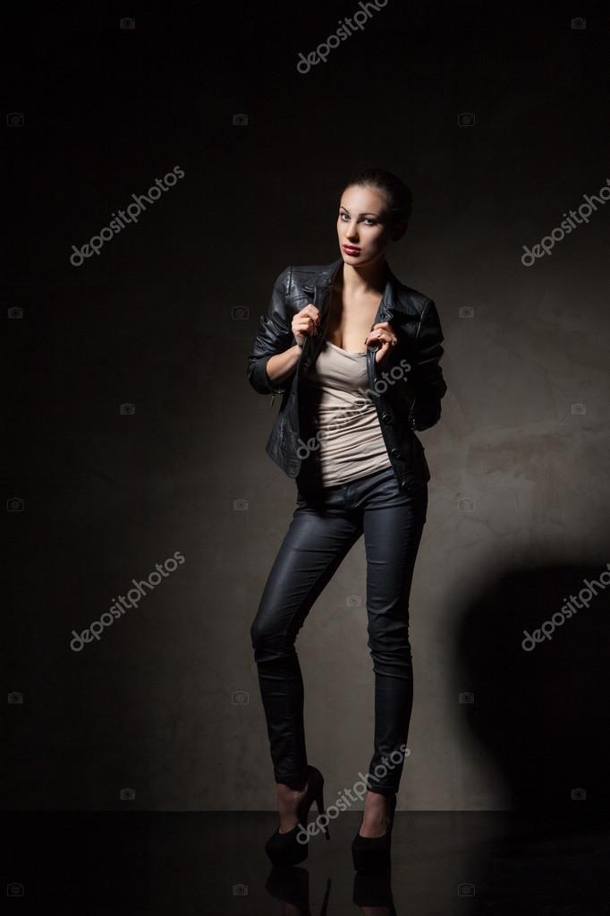 De Negro Pantalones Y Cuero Chaqueta Atractiva En Mujer XtxwEq10p