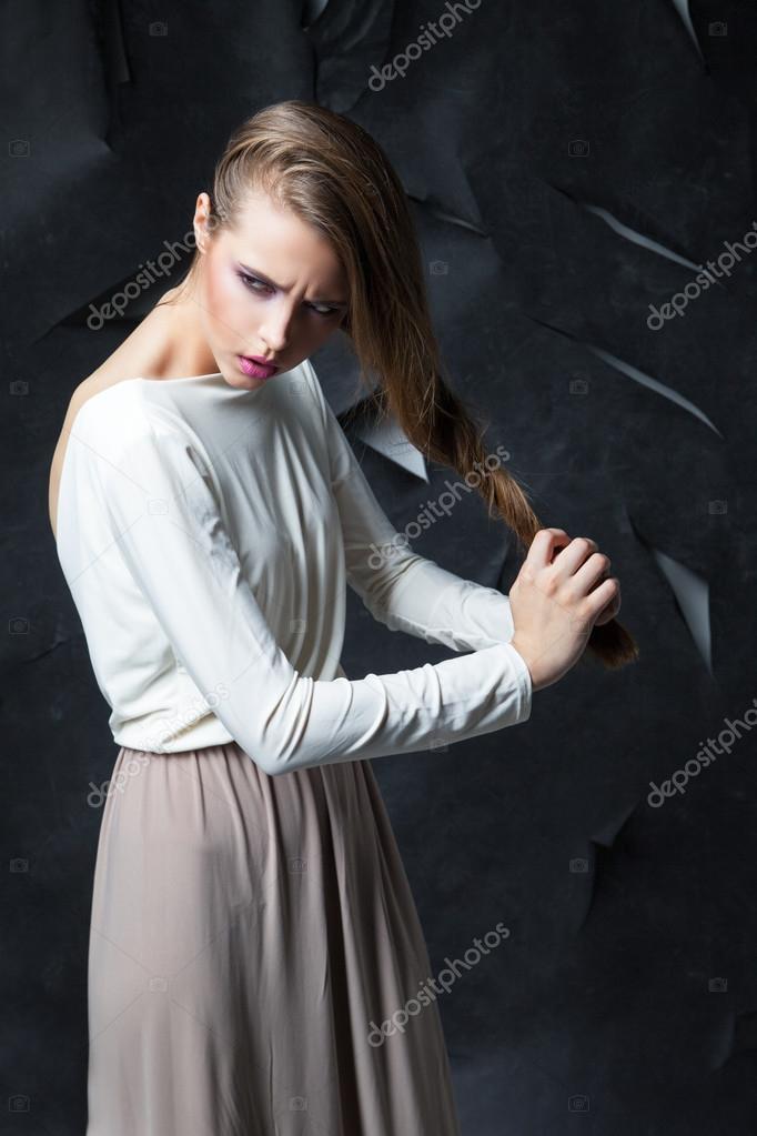 Lungo Stock — Foto Elegante Donna Julenochek © Attraente Abito In 0OmnwvN8