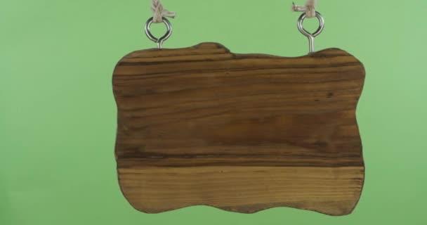 Panorama, visící dřevěná cedule. Izolováno na zelené obrazovce.