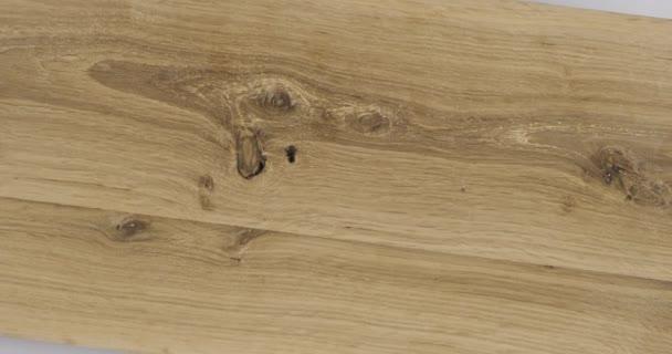 Rotace starých dubových prken. Pohled shora.