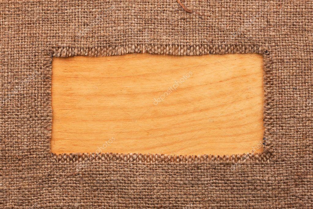 Marco hecho de arpillera en una superficie de madera — Fotos de ...