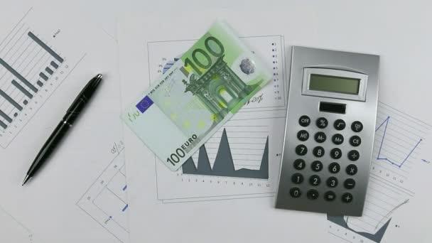 Vyvoláním euro v grafu s Kalkulačka a pera. Pumpování peněz dolů tabulku
