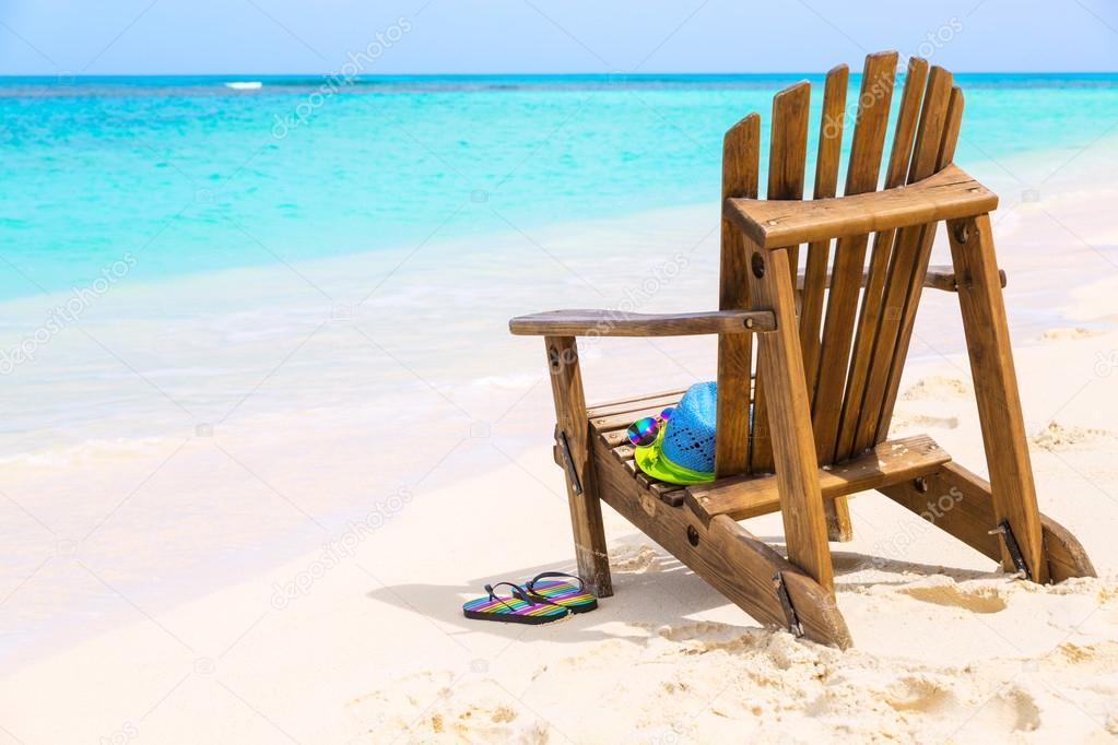 Costo Sedie In Legno.Sedia Di Spiaggia In Legno Con Cappello E Pantofole Spiaggia Costo