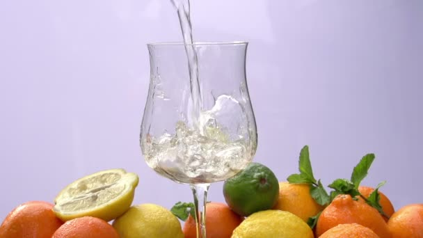 Citrusové plody nápoj s mátou a LED