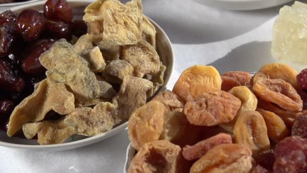 Různé druhy sušeného ovoce