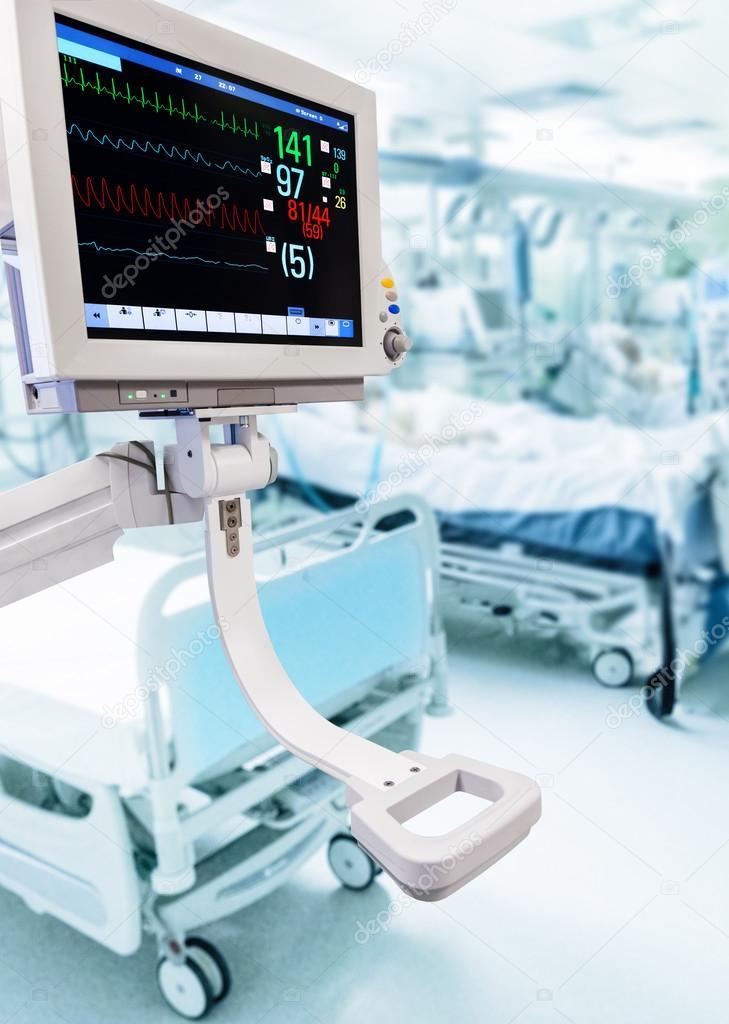 Electrocardiogram monitor in ICU