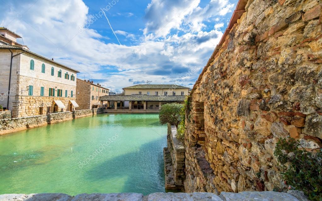 Borgo medievale di bagno vignoni in toscana foto for O bagno vignoni