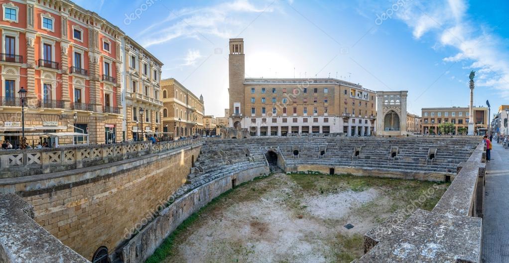lecce italien romerska amfiteatern i stockfoto karte