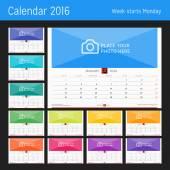 Nástěnný měsíční kalendář pro rok 2016. Vektorový tisk šablony návrhu. Týden začíná pondělí. Orientace na šířku. Sada 12 měsíců