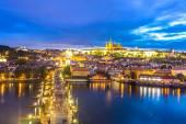 Parha město za soumraku