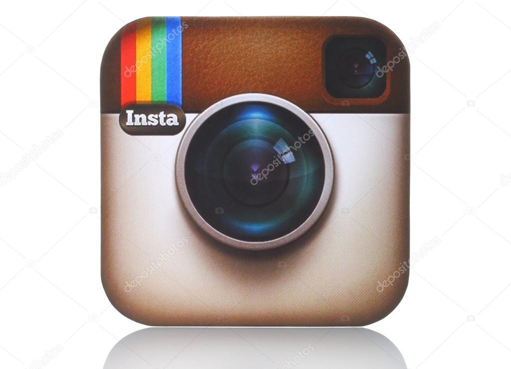 c225mara de instagram logotipo impreso en papel y colocado