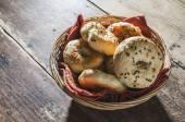 Fotografie fresh bagels in tray