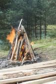 Fényképek tűz közelében a víz a természetben