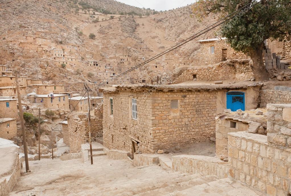 Paesaggio rurale con case di mattoni nel villaggio di for Case di mattoni ranch