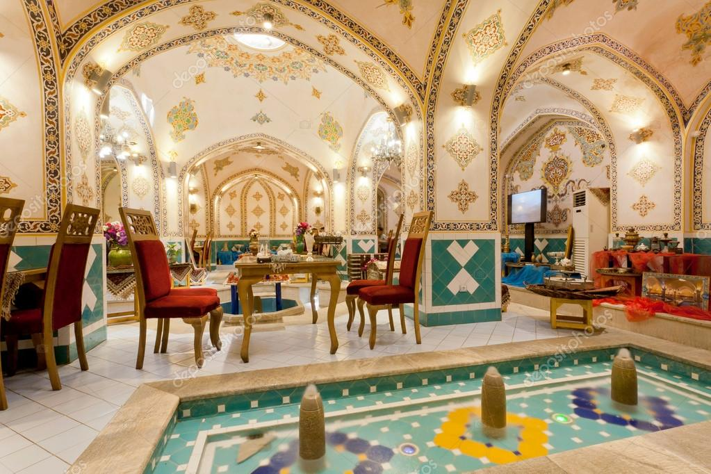 Pareti Dacqua Da Interni : Interno del ristorante retrò con tradizionali pareti dipinte e
