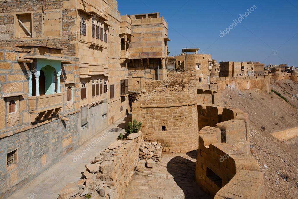 Case In Pietra E Mattoni : Case di mattoni e parete di pietra della fortezza di jaisalmer