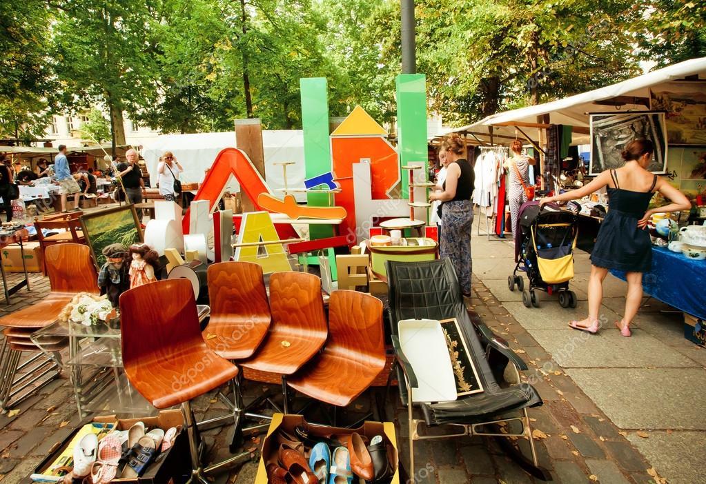 Retro Stuff Möbel Und Geschirr Zum Verkauf Der Beliebten Flohmarkt