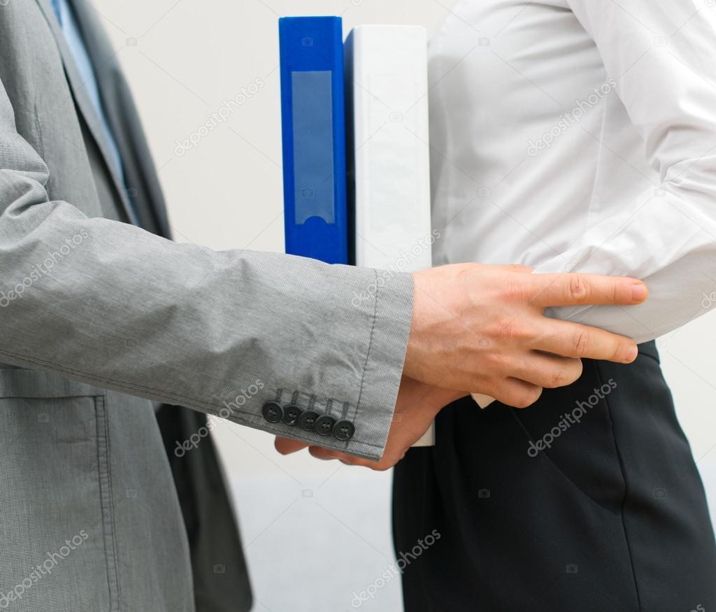 Acoso sexual en el trabajo de mujer a hombre