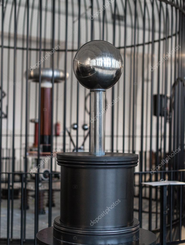 Circuito Bobina De Tesla : Transformador resonante en la jaula de faraday bobina de tesla