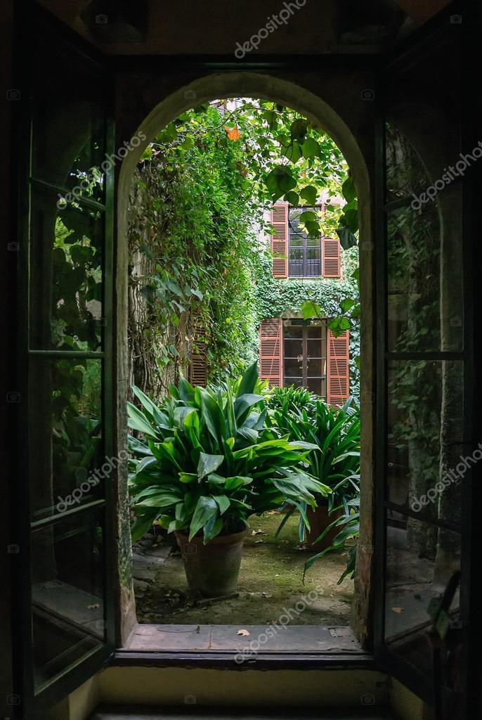 Vue depuis la fen tre ouverte sur le jardin photo 66940501 for La fenetre ouverte