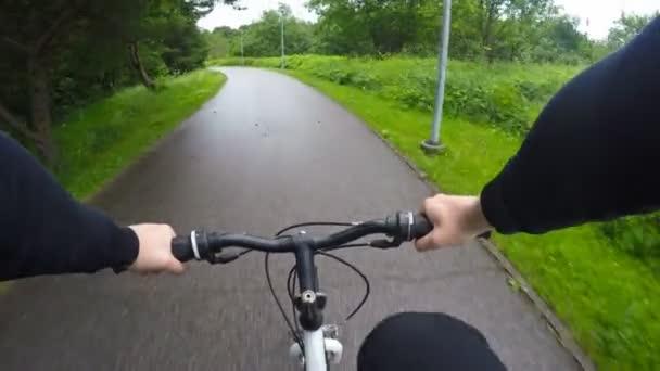 Muž, jezdit na kole. Hlediska zastřelil.