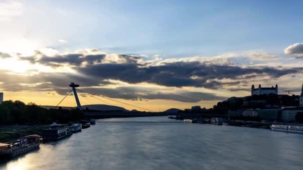 západ slunce ve městě bratislava slovensko Evropa
